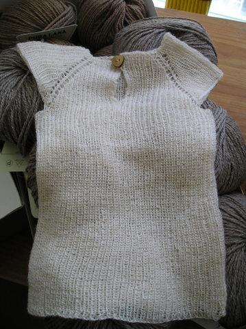 Babyundertrøje Opskrift opskrift på baby undertrøje - vest