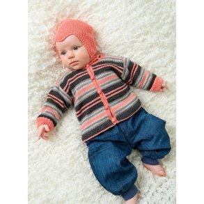 61a9b068 Babybluse, cardigan og kyse, strikkeopskrift modellen strikket i Tilda